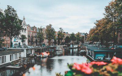 Pierwszy wyjazd do Holandii – co zabrać ze sobą i czego się spodziewać?